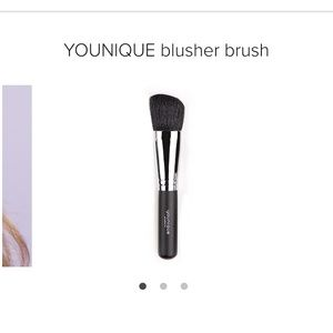 Younique Blusher Brush